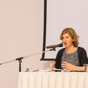 Jeannette Hagen: Lasst uns Mauern niederreißen!